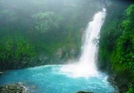 Chute d'eau à Rio Celeste au Costa Rica