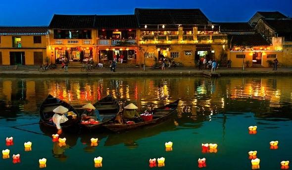 Marché matinal flottant de Cai Rang au Vietnam