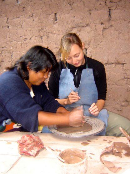 Activité de poterie dans le programme d'immersion en espagnol à Cusco au Pérou