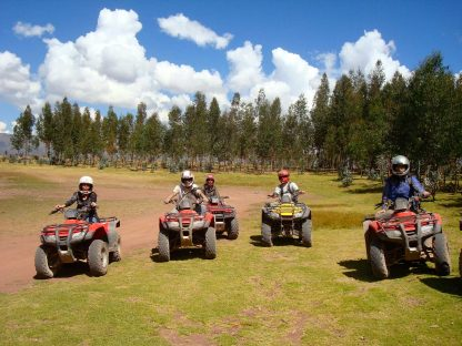 Activité en VTT dans le programme d'immersion en espagnol à Cusco au Pérou