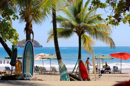 Surf sur la plage de Manuel Antonion en voyage au Costa Rica