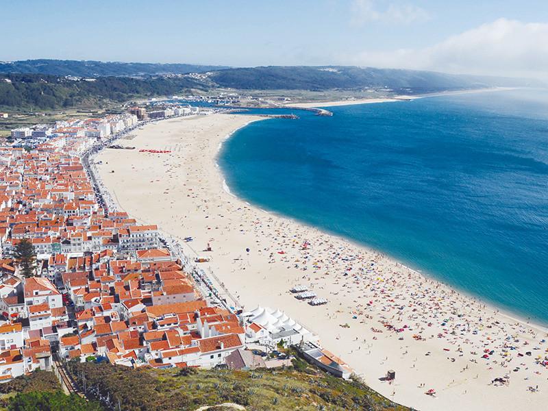 Plage de Nazaré en voyage au Portugal