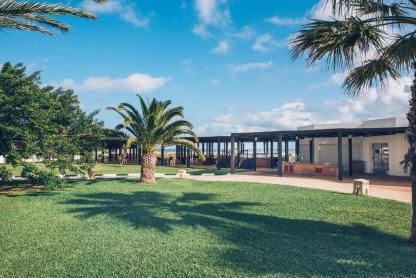 Jardin près de la plage à l'hôtel Iberostar Kantaoui Bay en Tunisie