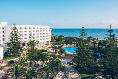 Vue de la plage à l'hôtel Iberostar Kantaoui Bay en Tunisie